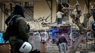 Выселение сквоттеров из заброшенного здания в Экзархии