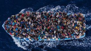 Береговая охрана спасла 400 нелегалов за прошедшие 24 часа