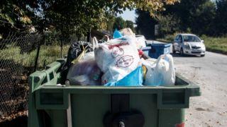 Оставаясь дома, греки производят то же количество мусора, что и до карантина