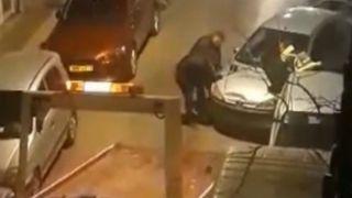 Вручную... эвакуировали автомобиль, перекрывший вход в многоэтажку