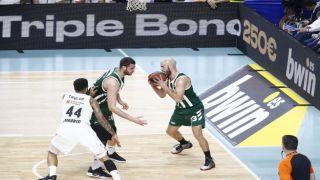 Панатинаикос стартует в плей-офф Евролиги с поражения в упорной борьбе