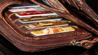 Снял почти три тысячи евро с украденных банковских карт