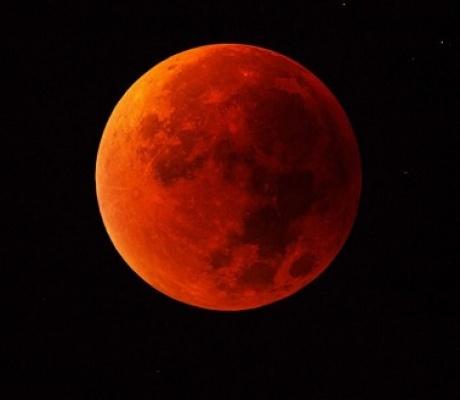 5 июня можно увидеть «клубничную Луну»