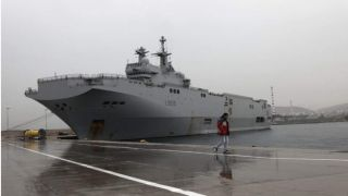 Вертолетоносец ВМС Франции пришвартовался  в Пирее